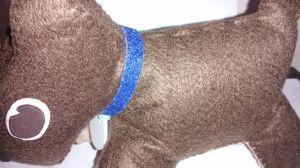 cachorrinho de feltro- detalhe da coleirinha