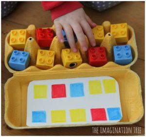 sequencia com caixa de ovo e lego